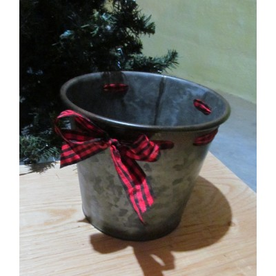 Metal pot cover with buckle